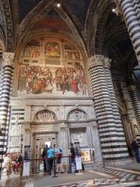 Duomo di Siena - Libreria Piccolomini entrance