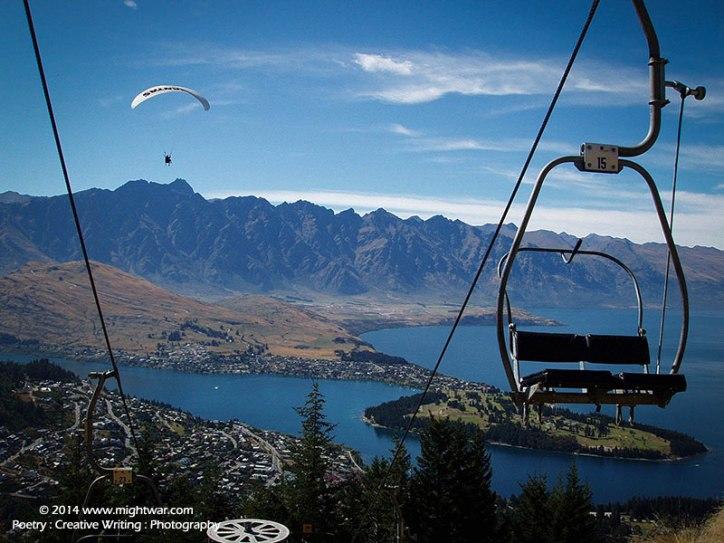 overlooking-Lake-Wakatipu,-Queenstown-NZ