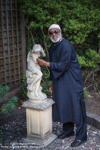 daddi-&-statue